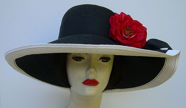 "Black/White 6"" Pleated Brim UP/ Red Roses"