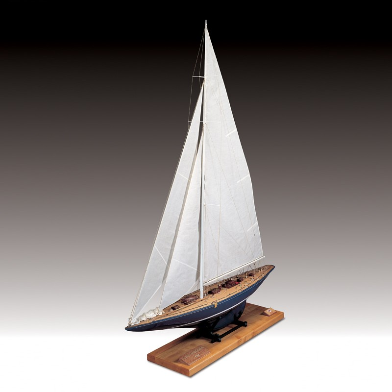 Endeavour J Class Wooden Hull (1:35) - Amati AM1700/82